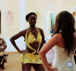 Афро-бразильское шоу Моники Мендес